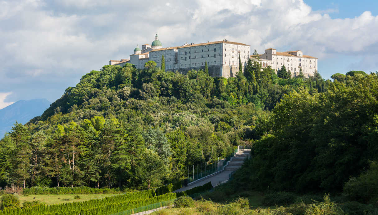 Montecassino abbey, italy, rebuilding after second world war